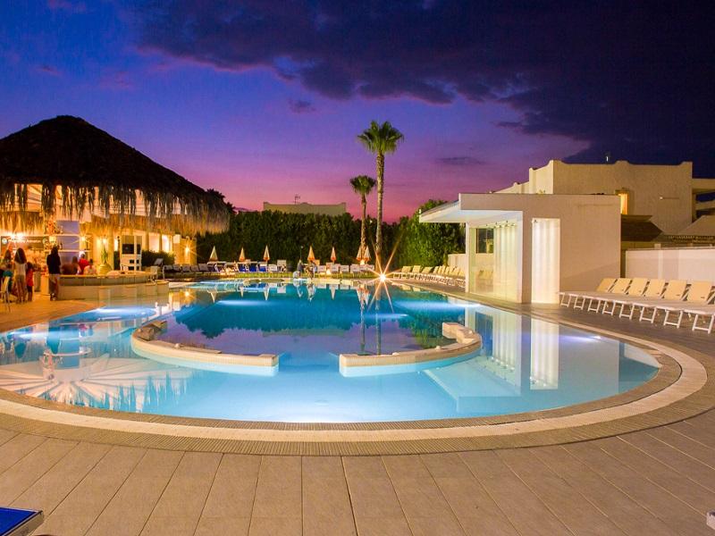 Borgo Rio Favara_piscina sera